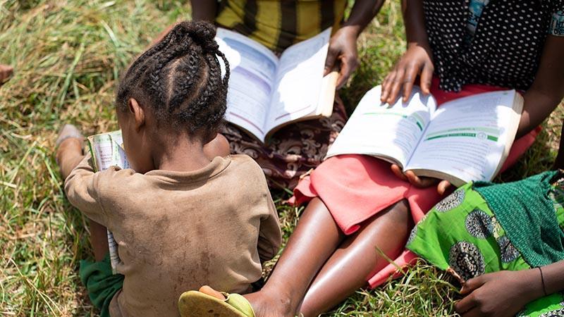 Vuonna 2020 Nenäpäivän lahjoituksilla autetaan 17 eri maassa ja tuetaan esimerkiksi lasten koulunkäyntiä.